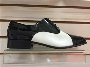 M5 -  Sapatos masculino bicolor preto e branco.