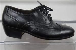 M27 - Sapatos Preto em verniz com cadarço